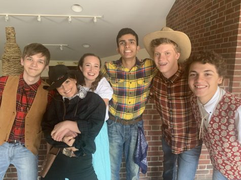 """The cast of """"Catching Coyote Slim"""" poses after their final show. (Zoya Mahmood/Sewickley Academy)"""